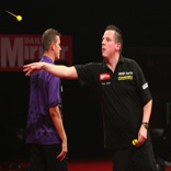 2010 Grand Slam of Darts - Picture courtesy of Lawrence Lustig / PDC